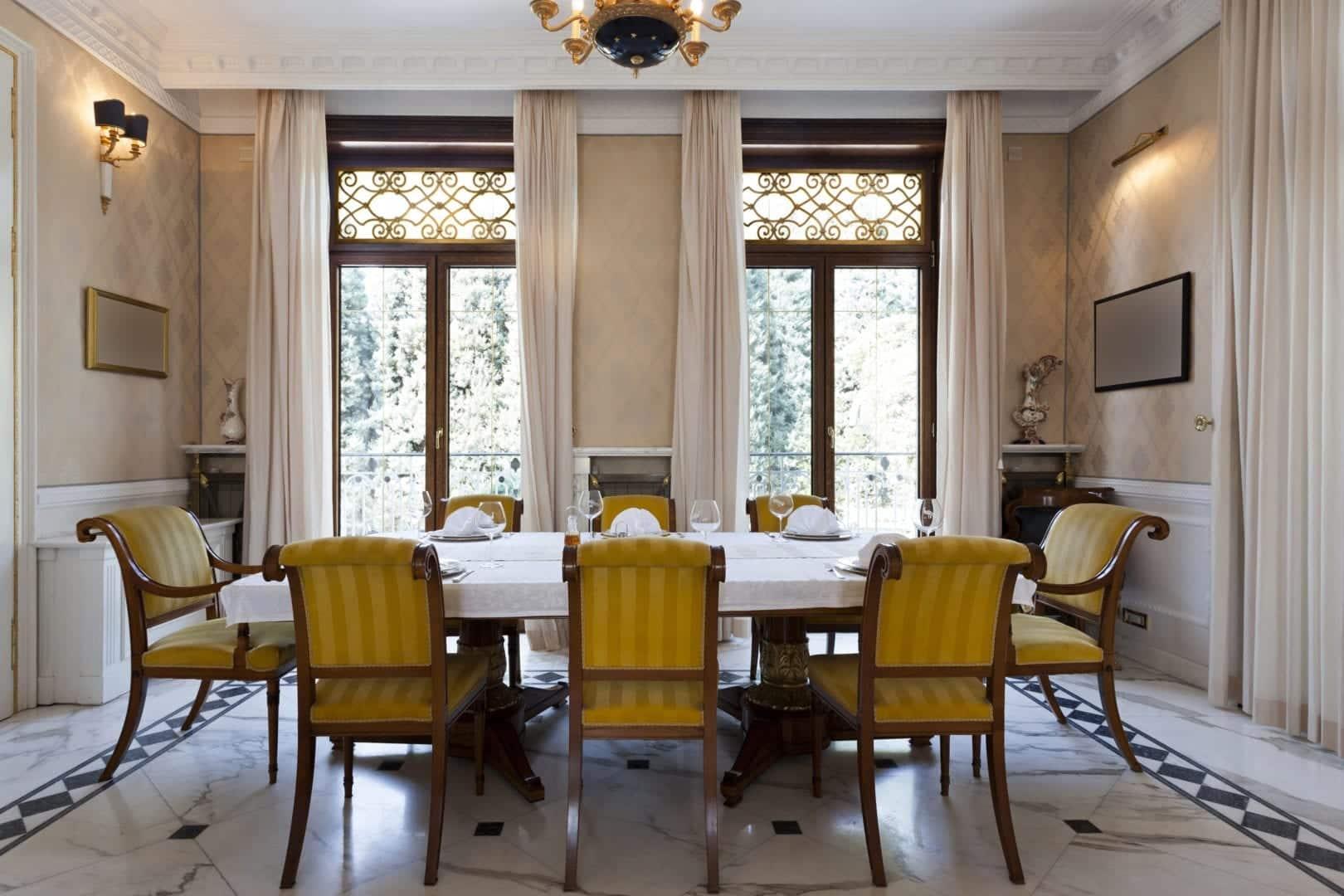 table aux cutrains